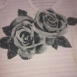 V neck graphic tee